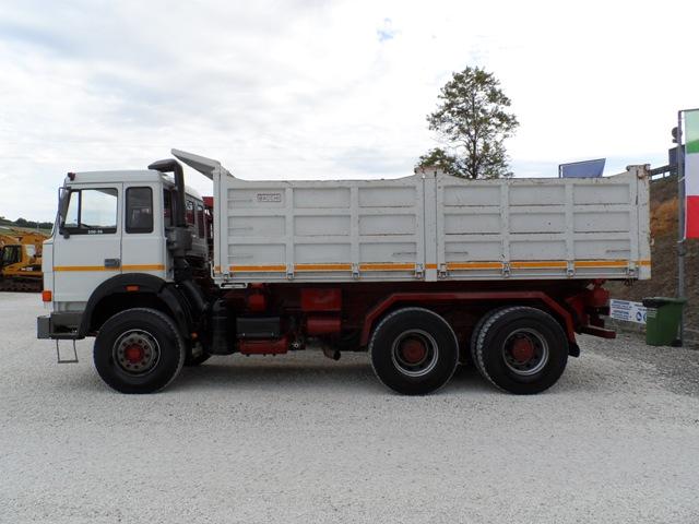 Camion usati e mezzi industriali: Iveco 330 36 mezzo d'opera 6x4 (1990